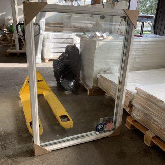 Fast fönster i trä/alu Exaktmått 1030x1430 Vita in/utvändigt. Utvändigt RAL 9010 glans 30 Härdat glas in/utvändigt