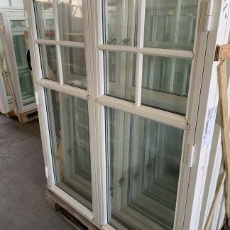 Sidohängda 2-luftsfönster i trä, 12x14 Genomgående post 1/3 uppifrån med löstagbara spröjs 1:1 i övre luftet Traditionella fönsterhaspar invändigt 2-glas energiglas med argon, u-värde 1,3